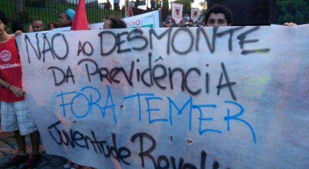 """Caminhada contra """"Reformas"""" em Volta Redonda"""