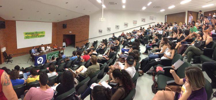 CALOURADA UNB: Em defesa da universidade, contra o estado de exceção!