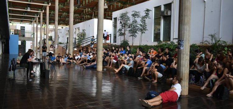 Estudantes de Economia da UNICAMP fazem paralisação contra estado de exceção