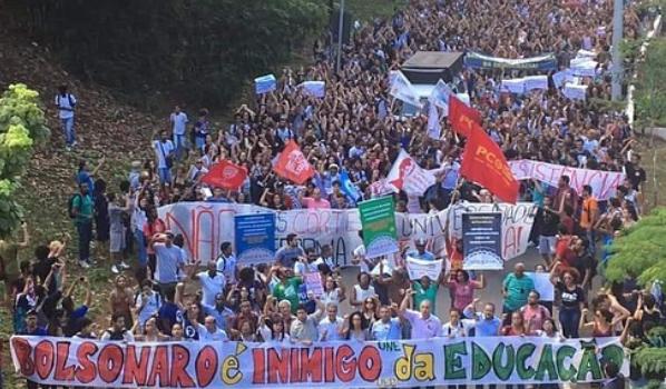 Cresce a resistência contra os ataques de Bolsonaro à educação pública