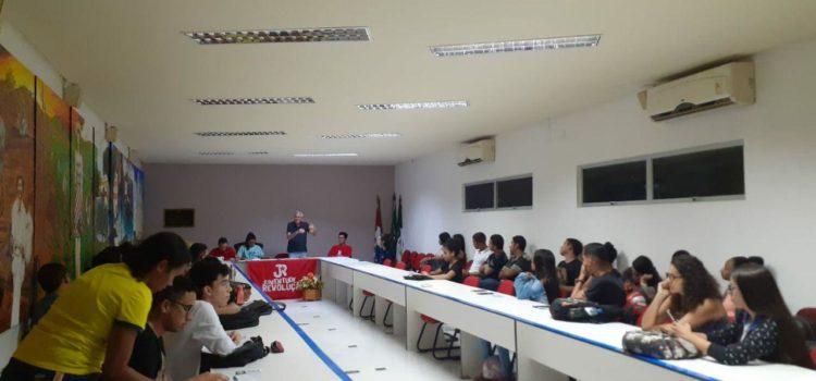 Em Arapiraca-AL, estudantes da UNEAL discutem sobre as explosões sociais na América Latina e no mundo