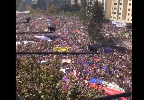 """Estudantes chilenos """"Por la dignidad"""""""
